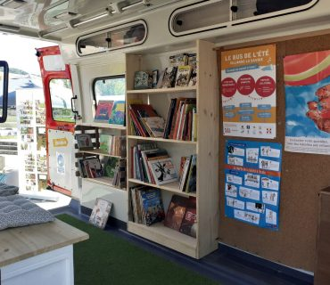 intérieur du bus de l'été